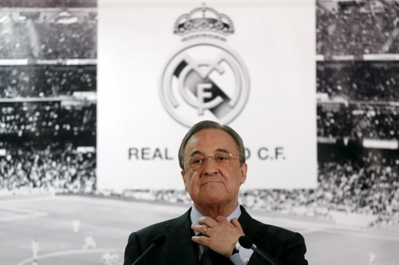 Real Madrid's President Florentino Perez gestures during a news conference at Santiago Bernabeu stadium in Madrid, Spain, November 23, 2015. REUTERS/Juan Medina