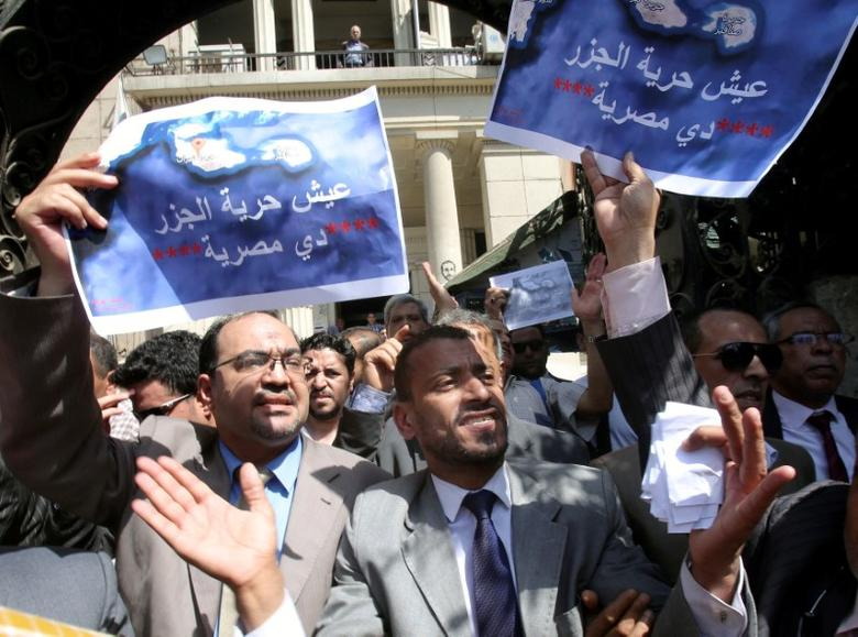 FILE PHOTO: Protesters shout slogans and hold a banner that reads in Arabic 'two Red Sea islands are Egyptian', against a deal that sees Egypt cede sovereignty over two Red Sea islands to Saudi Arabia currently being debated in parliament in downtown Cairo, Egypt June 13, 2017. REUTERS/Mohamed Abd El Ghany/File photo