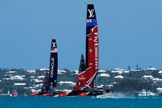 Sailing - America's Cup Finals - Race four - Hamilton, Bermuda - June 18, 2017 - Emirates Team New Zealand leads Oracle Team USA in Race four of America's Cup Finals.  REUTERS/Mike Segar