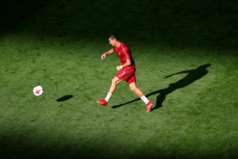 Soccer Football - Portugal v Mexico - FIFA Confederations Cup Russia 2017 - Group A - Kazan Arena, Kazan, Russia - June 18, 2017   Portugal's Cristiano Ronaldo warms up before the game   REUTERS/Maxim Shemetov
