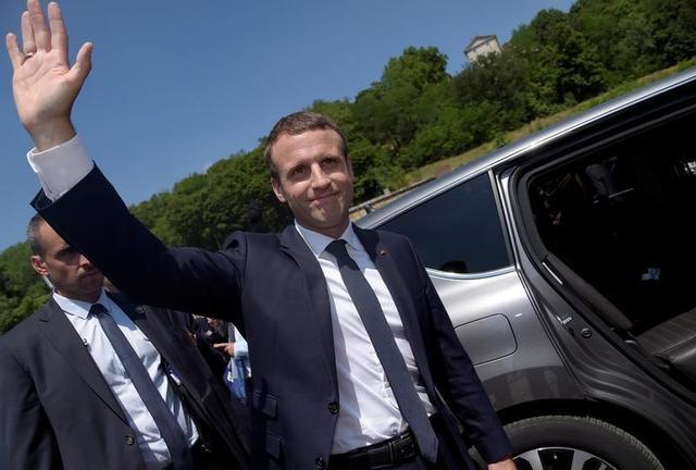 6月18日、フランスのマクロン大統領(写真)が国内政治を一新する力を持っているのは、もはや疑いの余地がない。パリ近郊で代表撮影(2017年 ロイター)