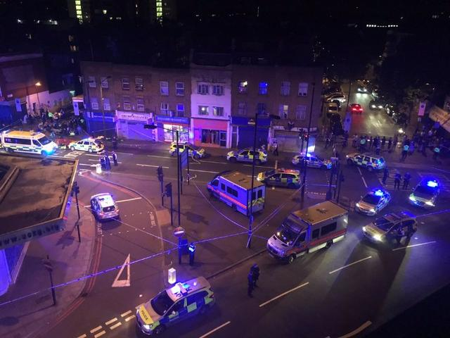 Police officers attend to the scene after a vehicle collided with pedestrians in the Finsbury Park neighborhood of North London, Britain June 19, 2017. MANDATORY CREDIT Thomas Van Hulle/Social Media via REUTERS