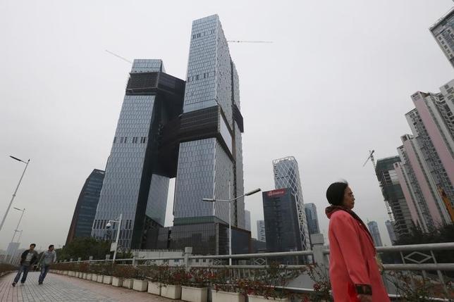 6月19日、5月の中国主要70都市の新築住宅価格は、平均で前月比0.7%上昇した。深セン市で昨年3月撮影(2017年 ロイター/Bobby Yip)