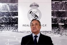 Florentino Pérez seguirá siendo presidente del Real Madrid hasta 2021 ya que no se presentó ningún candidato que compita con él, informó el lunes el campeón de Europa.  en la imagen de archivo, Pérez durante una comparecencia a medios en el estadio Santiago Bernabéu de Madrid, REUTERS/Juan Medina
