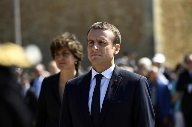 6月19日、18日に投開票したフランス国民議会(下院、定数577)選の決選(第2回)投票は、マクロン大統領率いる新党「共和国前進」が過半数を確保した。ただ、投票率は低く、政府報道官は、「真の勝利は5年後になる」と述べ、国内政治の刷新を進める意向を示した。写真はパリ近郊のシュレンヌで18日撮影(2017年 ロイター/Bertrand Guay)