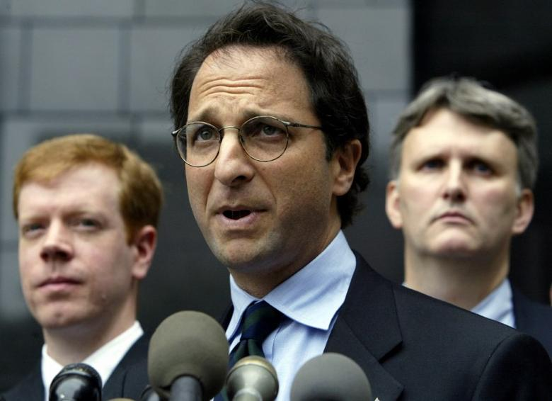 FILE PHOTO: Federal prosecutor Andrew Weissmann (C) is flanked by FBI agents as he speaks to the press outside the federal courthouse in Houston, Texas, U.S., May 1, 2003. REUTERS/Jeff Mitchell/File photo