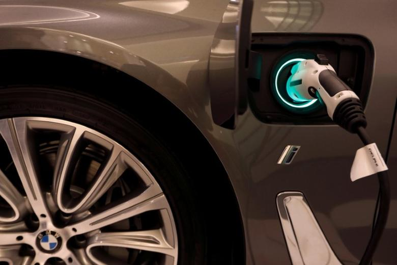 FILE PHOTO - A BMW plug-in hybrid vehicle is seen in a BMW shop at Siam Paragon mall in Bangkok, Thailand on June 4, 2017.  REUTERS/Jorge Silva/File Photo
