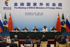 Brazil's Foreign Minister Aloysio Nunes (L), Russia's Foreign Minister Sergey Lavrov (2nd L), South Africa's Foreign Minister Maite Nkoana-Mashabane (2nd R), Indian Minister of External Affairs Vijay Kumar Singh (R) and China's Foreign Minister Wang Yi (C) attend a news conference during the BRICS Foreign Ministers meeting in Beijing, China June 19, 2017.  REUTERS/Wang Zhao/Pool