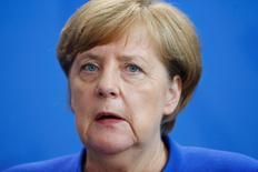 المستشارة الألمانية انجيلا ميركل في برلين يوم الاثنين. تصوير: هانيبال هانشكه - رويترز