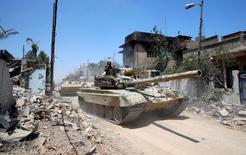 Iraqi military tanks advance towards the Islamic State-held Old City in western Mosul, Iraq June 18, 2017. REUTERS/Erik De Castro