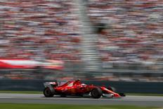 سيارة فريق فيراري في سباق كندا لفورمولا 1 يوم 11 يونيو حزيران 2017. تصوير: كريس واتي -رويترز