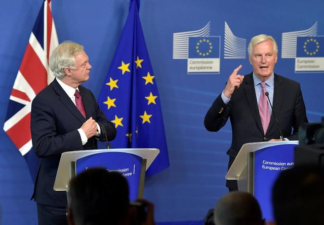The European Union's chief Brexit negotiator Michael Barnier (R) welcomes Britain's Secretary of State for Exiting the European Union David Davis at the European Commission ahead of their first day of talks in Brussels, June 19, 2017.    REUTERS/Eric Vidal     TPX IMAGES OF THE DAY
