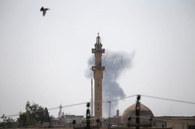 Smoke billows from the positions of the Islamic State militants after an artillery attack by the Iraqi forces in western Mosul, Iraq June 19, 2017 REUTERS/Alkis Konstantinidis