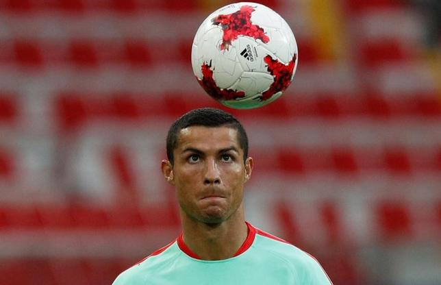 6月20日、サッカーのスペイン1部、レアル・マドリードのFWクリスティアノ・ロナルドは、脱税容疑に関して7月31日に出廷して証言を行うことになった(2017年 ロイター/Maxim Shemetov)