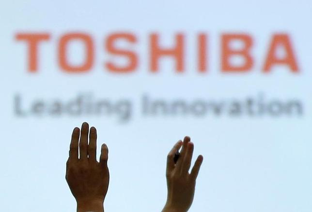 6月21日、東芝が半導体子会社の売却で、優先交渉先と決めた政府系ファンドの産業革新機構と米系ファンドのベインキャピタルを主軸とする日米韓連合が、買収総額として2兆円を計画していることが分かった。2月撮影(2017年 ロイター/Toru Hanai)