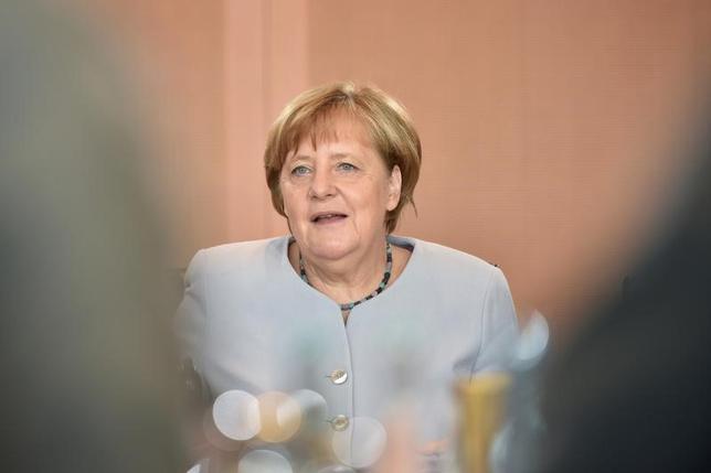 6月21日、メルケル独首相(写真)は、強い欧州経済は米国にとっても良いことだとの認識を示した。米ジャーマン・マーシャル・ファンド向けのスピーチで述べた。写真はベルリンで21日撮影(2017年 ロイター/Stefanie Loos)