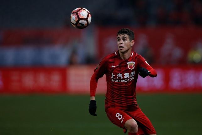 6月22日、サッカーの中国1部リーグ、上海上港のMFオスカル(25)は乱闘騒ぎを招いたとして8試合の出場停止処分と罰金4万元(約65万円)を科された。3月撮影(2017年 ロイター/Aly Song)