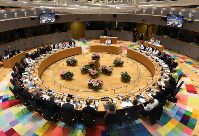 6月22日、欧州連合(EU)は首脳会議で、野心的な防衛計画を取りまとめ、武器の共同調達などに向けた欧州防衛基金の創設や、有志連合の海外任務拡大などで合意した。写真は首脳会議の様子(2017年 ロイター)