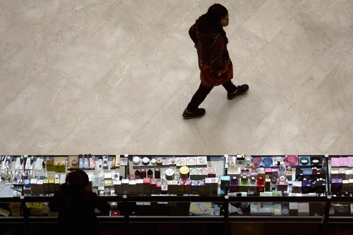 Reports of side effects with cosmetics increasing - Reuters