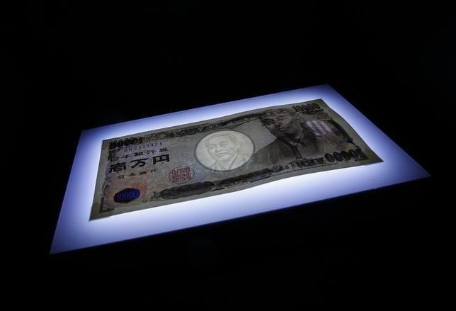 6月27日、日銀が発表した1─3月期の資金循環統計によると、家計が保有する金融資産残高は3月末時点で1809兆円となり、前年に比べて2.7%増加した。2010年10月撮影(2017年 ロイター/Kim Kyung-Hoon)