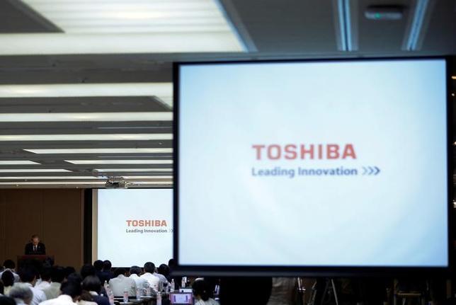 6月27日、東芝は半導体子会社の売却で、28日の定時株主総会までに予定していた優先交渉先の「日米韓連合」との正式契約締結を断念した。陣営各社の間で、出資条件がまだ詰め切れていないためだ(2017年 ロイター/Issei Kato)