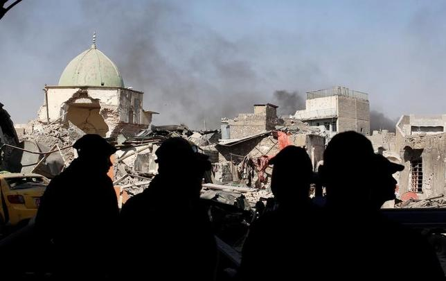 6月29日、イラク政府高官は、過激派組織「イスラム国」(IS)の「カリフ国家」は終わったと宣言した。モスル旧市街のヌーリ・モスクで撮影(2017年 ロイター/Erik De Castro)