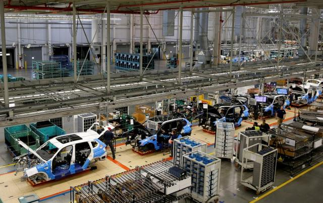 FILE PHOTO: An overall view of the assembly line where the BMW X4 is made at the BMW manufacturing plant in Spartanburg, South Carolina March 28, 2014. REUTERS/Chris Keane/File Photo