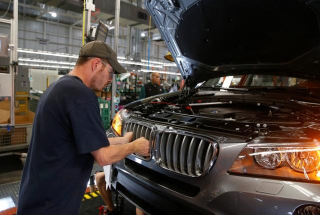 FILE PHOTO: A BMW employee works to install the kidney grill on an X4 along the production line at the BMW manufacturing plant in Spartanburg, South Carolina March 28, 2014. REUTERS/Chris Keane/File Photo