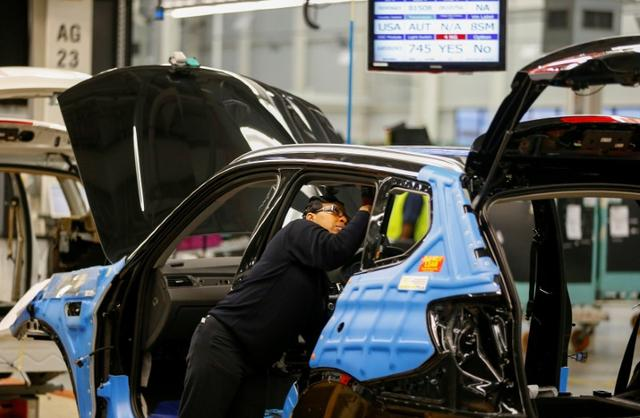 FILE PHOTO: A BMW employee works on interior assembly on the X4 at the BMW manufacturing plant in Spartanburg, South Carolina March 28, 2014. REUTERS/Chris Keane/File Photo