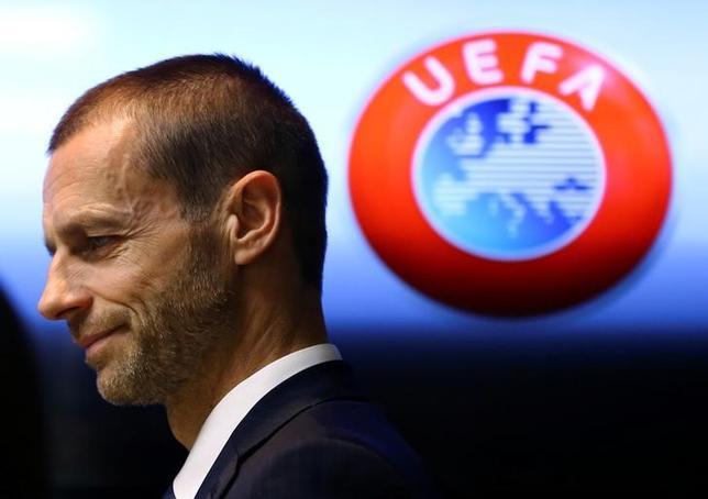 6月30日、UEFAのアレクサンデル・チェフェリン会長は、チーム間の戦力の平等化のため、サラリーキャップ制の導入について検討する考えがあると明かした。セルビアで3月撮影(2017年 ロイター/Antonio Bronic)