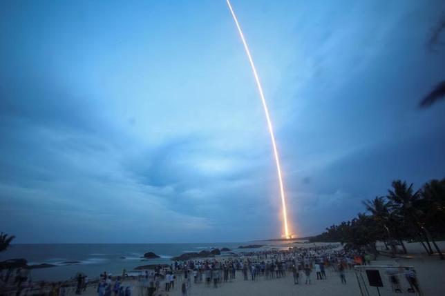 7月2日、中国は、新型重量物運搬ロケット「長征5号 遥2」の打ち上げに失敗した。国営の新華社が伝えた。写真は海南島で2日撮影(2017年 ロイター)
