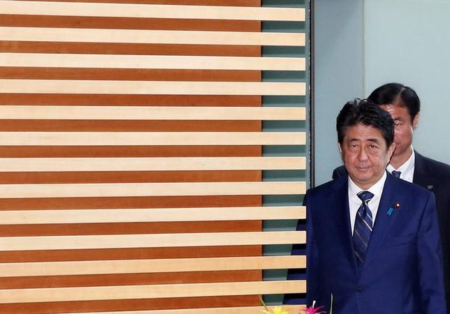 7月3日、安倍晋三首相は政府与党連絡会議で、今週ドイツで行われる20カ国・地域(G20)サミットに関し、「北朝鮮問題をはじめ主要な課題についてわが国の考え方を伝える」と述べた(2017年 ロイター/Kim Kyung-Hoon)