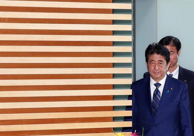 7月3日、東京都議選の自民党大敗を金融市場は冷静に受け止めており、株買い・円売りのいわゆる「安倍トレード」の巻き戻しは起きていない。官邸で撮影(2017年 ロイター/Kim Kyung-Hoon)