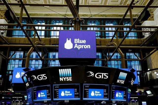 6月30日、食材宅配サービス米最大手のブルーエプロン・ホールディングスが先週実施した新規株式公開は規模が大幅に縮小され、この業界の主な資金の出し手であるベンチャーキャピタルにとっては残念な結果に終わったかもしれない。ニューヨーク証券取引所で6月29日撮影(2017年 ロイター/Lucas Jackson)