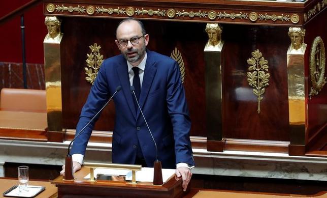 7月4日、フランスのフィリップ首相(写真)は公的支出への安易な依存をやめるべきと訴えた。同国が抱える債務は容認できないほど膨らんでおり、抑制が必要とした上で、今後5年間で歳出を削減する方針を打ち出した(2017年 ロイター/Philippe Wojazer)