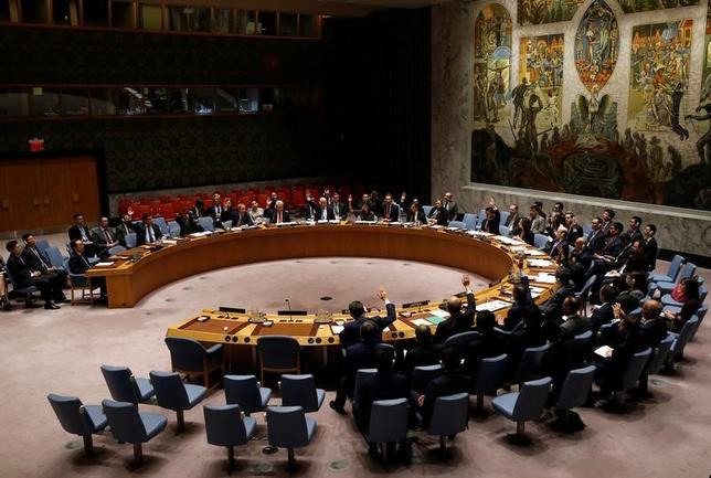 7月4日、米政府は北朝鮮のミサイル発射を受け、国連安全保障理事会の非公開会合を開くよう要請した。米国の国連代表部報道官が明らかにした。写真は北朝鮮によるミサイル発射実験を受けて6月2日に開かれた国連安保理の会議(2017年 ロイター/Mike Segar)
