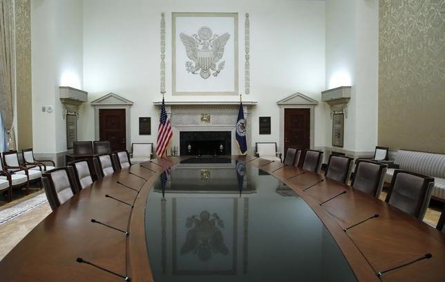 7月5日、米連邦準備理事会(FRB)が公表した6月13-14日の米連邦公開市場委員会(FOMC)の議事要旨によると、参加した政策当局者は物価見通しと、それが与え得る利上げペースへの影響について意見が分かれた。写真はFRB本部の会議室。2014年2月撮影(2017年 ロイター/Jim Bourg)