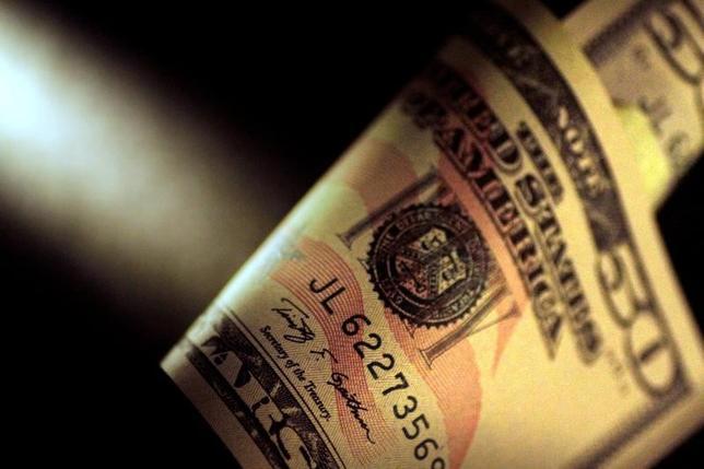 7月6日、正午のドル/円は、前日ニューヨーク市場午後5時時点に比べ、ドル安/円高の113.04/06円だった。6月撮影(2017年 ロイター/Thomas White)