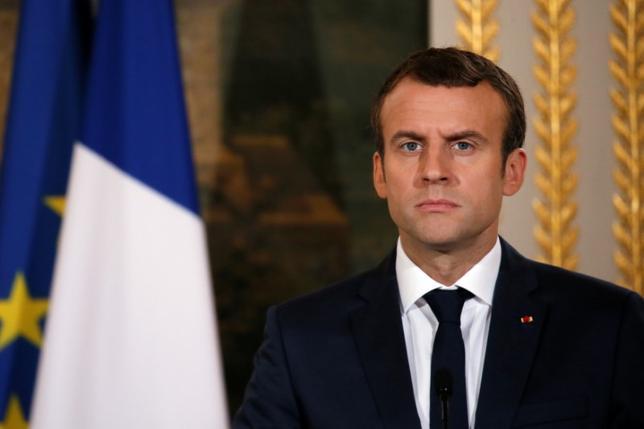 7月6日、フランスのユロ環境連帯移行相は、2040年までにガソリン車、ディーゼル車の販売を停止するとの目標を発表した。写真はマクロン仏大統領。エリゼ宮で6日撮影(2017年 ロイター/Gonzalo Fuentes)