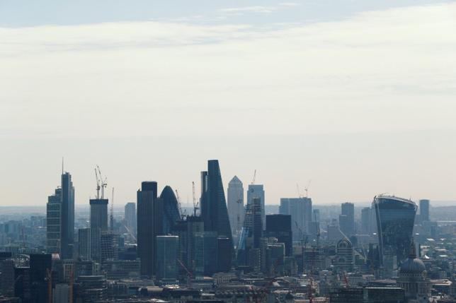 7月10日、会計事務所デロイトが発表した、英大手企業の最高財務責任者(CFO)を対象とした調査によると、大手企業が投資計画を縮小していることが明らかになった。写真はロンドンの金融街。7日撮影(2017年 ロイター/John Sibley)