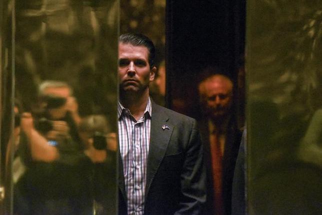 トランプ米大統領の長男、トランプ・ジュニア氏が昨年の大統領選期間中に会談したロシア人弁護士ナタリア・ベセルニツカヤ氏は、NBCとのインタビューで、ロシア政府とのつながりはなく、民主党候補クリントン元国務長官ではなく、ロシア当局者に対する米国の制裁措置について話すことを望んでいたと明らかにした。写真はトランプ・ジュニア氏、1月18日撮影。(2017年 ロイター/Stephanie Keith)