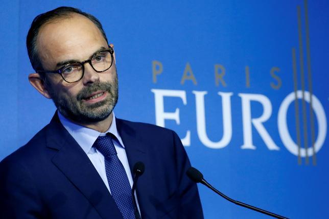 7月11日、フランスのフィリップ首相は、英国の欧州連合(EU)離脱後にパリを欧州一の金融ハブにするため「あらゆる手段」を講じると表明した。パリでスピーチするフィリップ氏(2017年 ロイター/Gonzalo Fuentes)