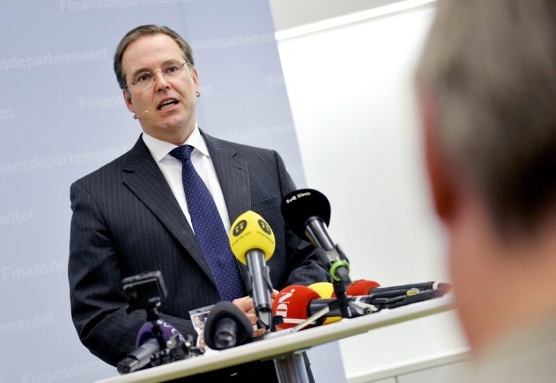 Sweden drops bribery probe of former finmin, bank chief