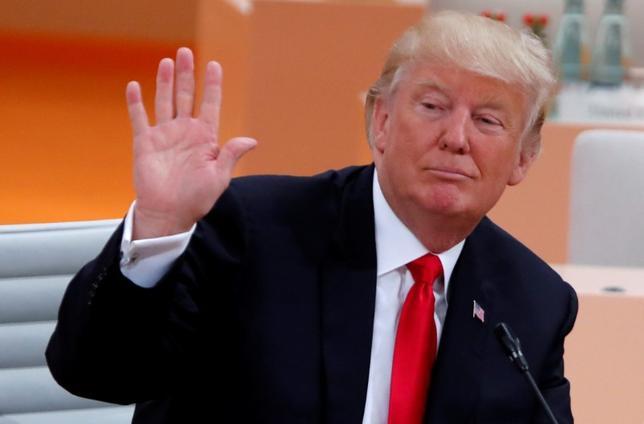 7月13日、トランプ米大統領は、メキシコとの国境に壁を建設する計画について、自然の障壁が存在しているため、国境沿いすべてに張り巡らせる必要はない可能性があると指摘した。写真はハンブルクで8日撮影(2017年 ロイター/Wolfgang Rattay)