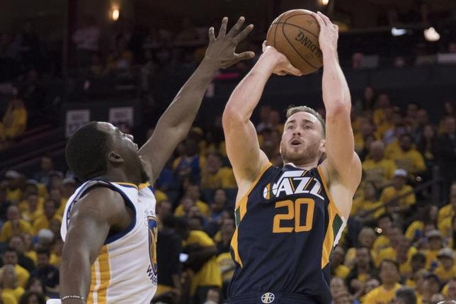 7月14日、NBAのセルティックスは、FWゴードン・ヘイワード(右)との契約を発表した。米カリフォルニア州オークランドで5月撮影(2017年 ロイター/Kyle Terada-USA TODAY Sports)