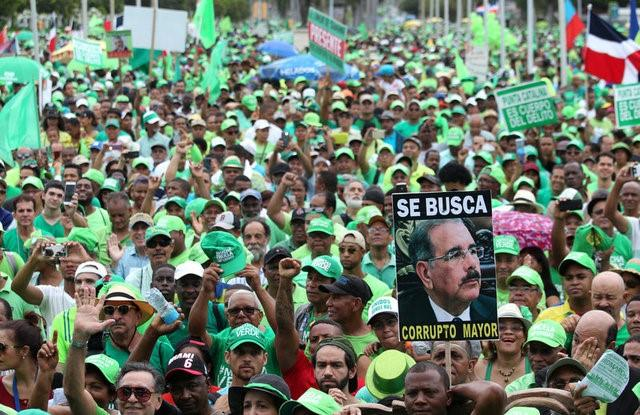 Tens of thousands march over corruption in Dominican