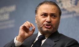 أنور قرقاش وزير الدولة الإماراتي للشؤون الخارجية يتحدث في في مركز أبحاث تشاتام هاوس في لندن يوم الاثنين. تصوير: نيل هول - رويترز.