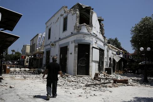 Strong quake shakes Greece and Turkey