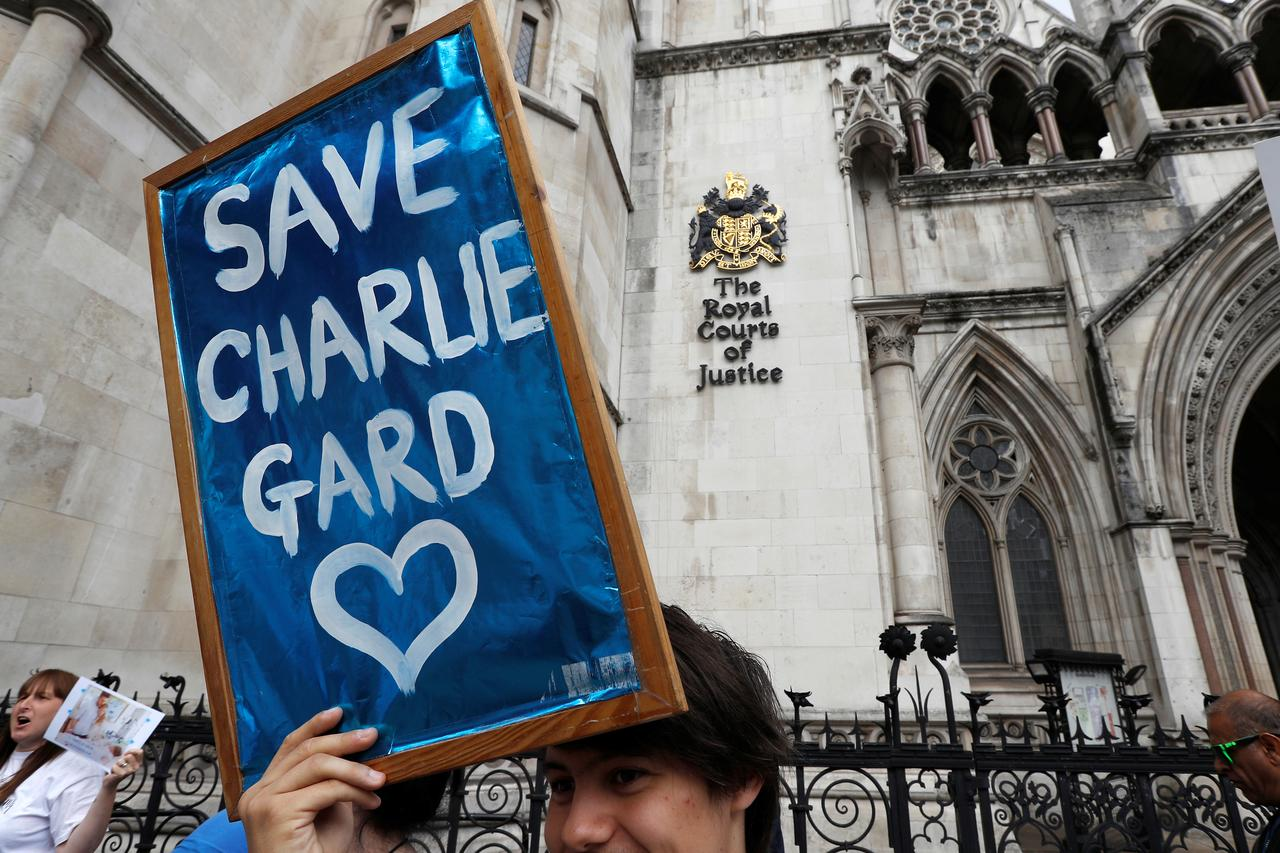 CharlieGard - social media turns family tragedy into global war of