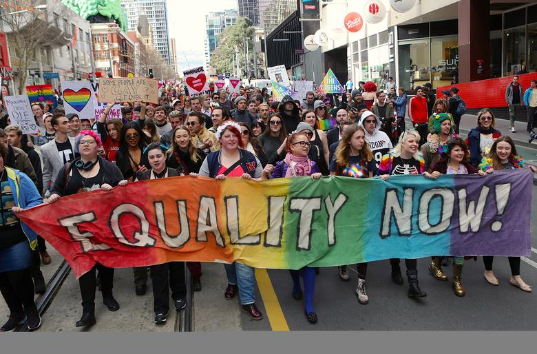 Thousands rally for gay marriage in Australia ahead of vote | Reuters.com